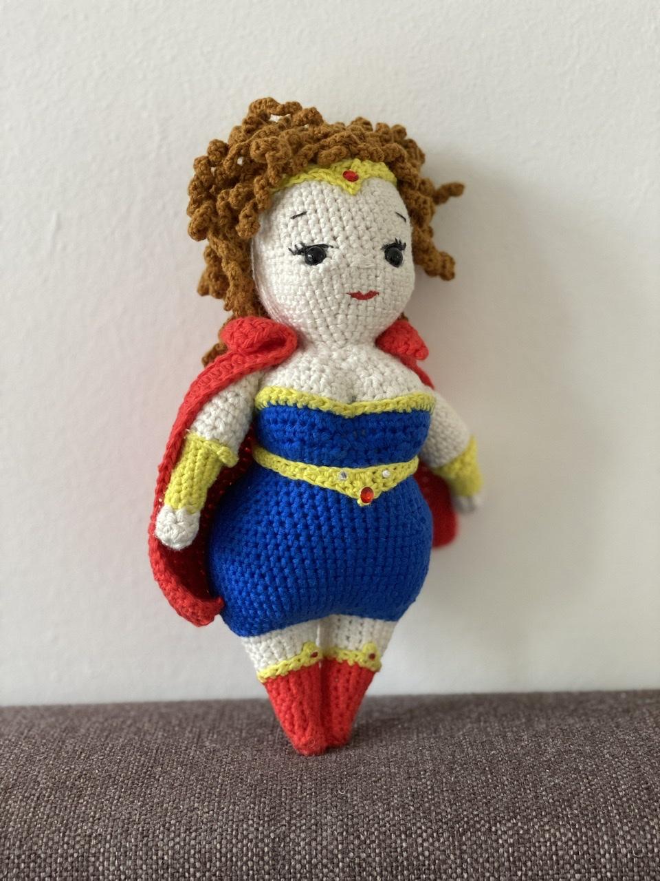 Curvy superwoman popje voorkant